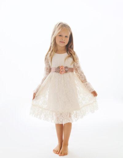 Laura - valge pitskleit printsessile