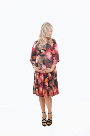 Merilin- silmapaistvalt lilleline põlvini ulatuv kolmveerand varrukatega kleit rasedale (suurus M)